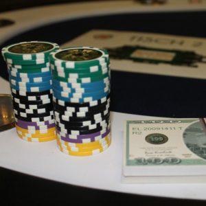 Chips und Geld im online Casino
